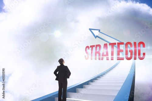Fotografía  Strategic against red staircase arrow pointing up against sky