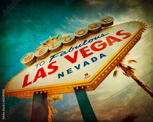 Tuinposter Las Vegas Famous Welcome to Las Vegas sign with vintage texture
