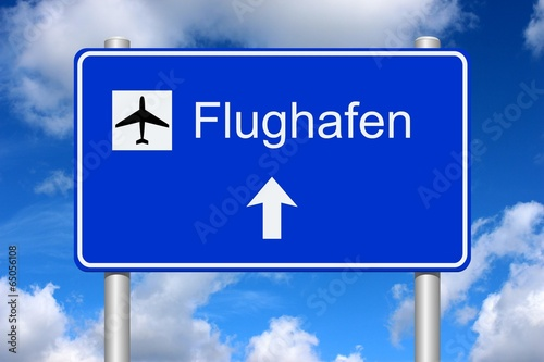 Photo  Schild Richtung Flughafen mit Sommerhimmel