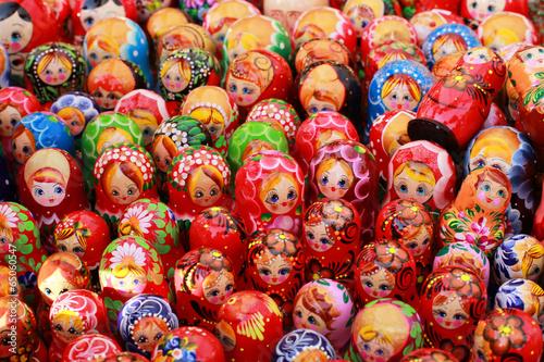 Fotografía  Rusia, Moscú tienda de regalos con muñecas de colores