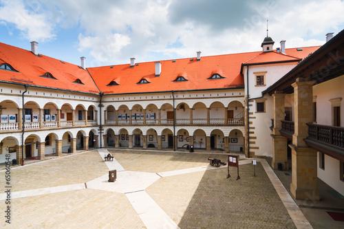 obraz PCV Dziedziniec Zamku Niepołomice, Polska