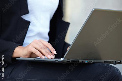 Fototapety, obrazy: businesswomen with notebook