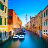 Wenecja zachód słońca w kanale wodnym San Giorgio dei Greci i kościół ca. - 65100525
