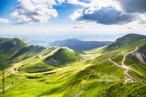 Photo sur Toile Bleu ciel Montagnes d'Auvergne
