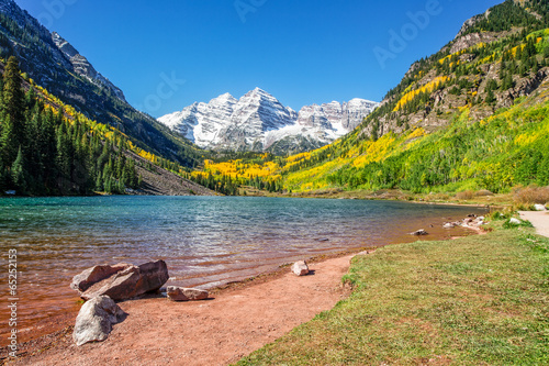Poster Bergen Maroon Bells and Lake in Fall