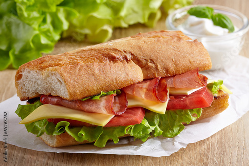 Staande foto Snack Sandwich with meat and vegetables