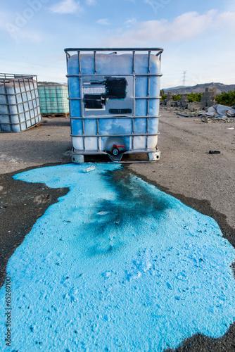 Fotobehang Koraalriffen Vertido De Residuos Químicos