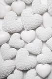 Weißer Hintergrund mit Herzen