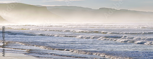 Spoed Foto op Canvas Water panorama with waves on shoreline