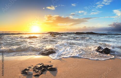 Obraz Wschód słońca na plaży - fototapety do salonu