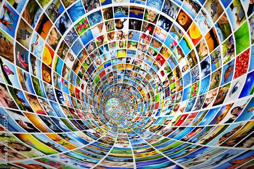 Fotografía  Tunnel of media, images, photographs. Tv, multimedia broadcast.