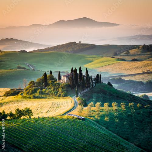 Mattino in Toscana, paesaggio e colline - 65375049
