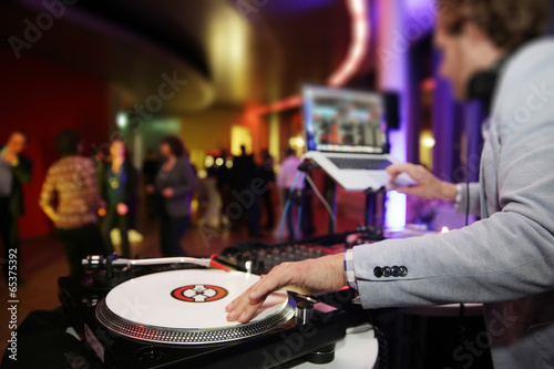 Fotografie, Obraz  Plattenspieler,Disjockey,DJ,Tanzfläche