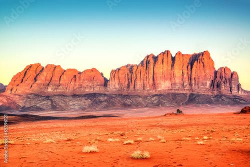 Photo  Jebel Qatar Mountain in Wadi Rum, Jordan at early-morning