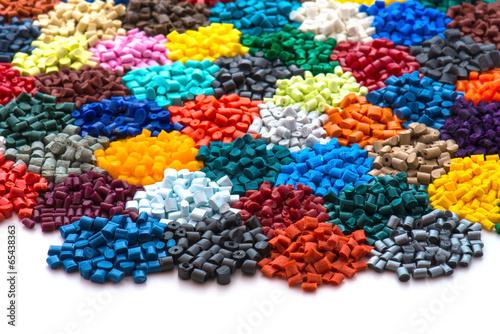 Fotografía  gefärbtes Plastik Granulat