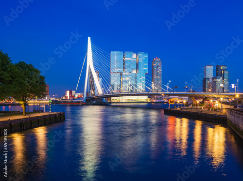 Foto op Canvas Rotterdam Erasmus Bridge at Twilight, Rotterdam, The Netherlands