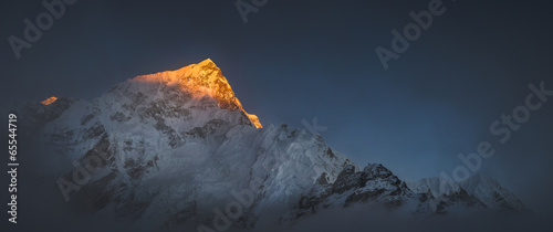 Photo Himalya summits Everest and Nuptse at sunset