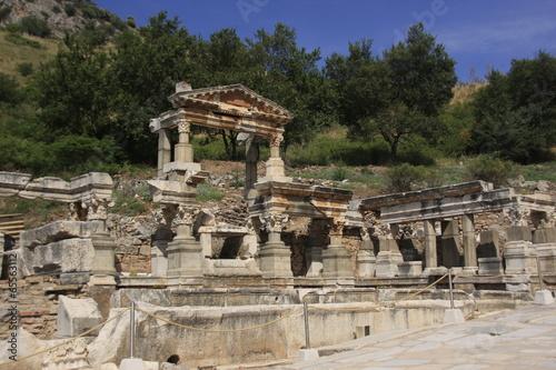 Deurstickers Rudnes Ephèse la fontaine de Trajan