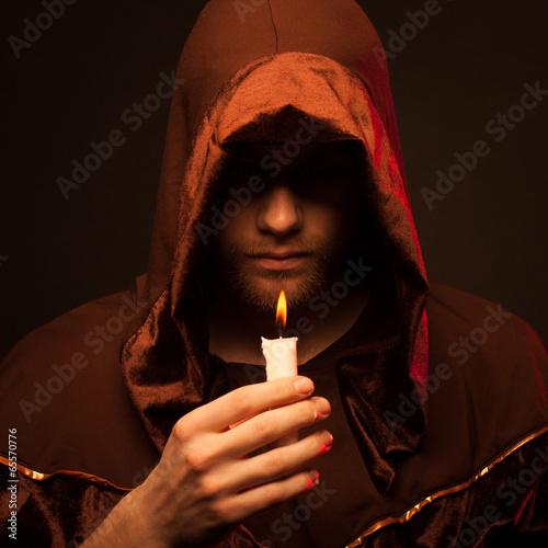 Fotografía  Portrait of mystery unrecognizable monk
