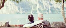Älteres Paar Sitzt Gemütlich...