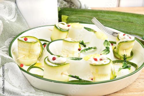 Fotografía  involtini di zucchine ripieni al formaggio
