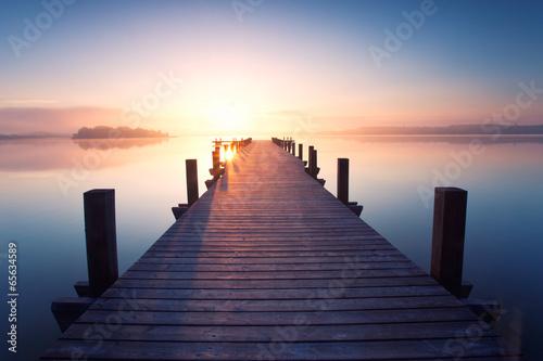 Fototapeta alter Holzsteg am Ufer obraz