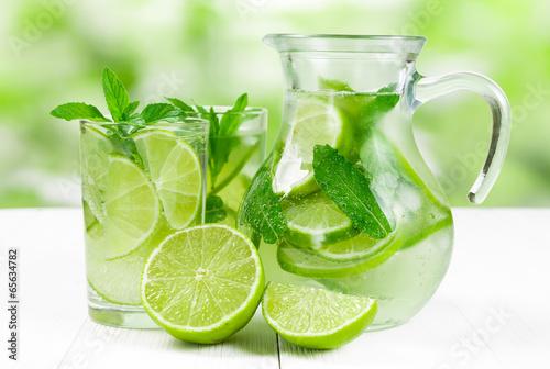 Obraz Juice with lime and mint - fototapety do salonu