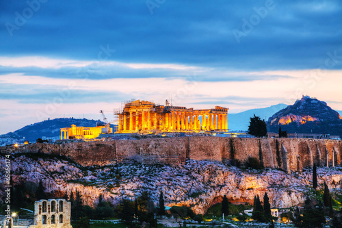 In de dag Athene Acropolis in the evening after sunset