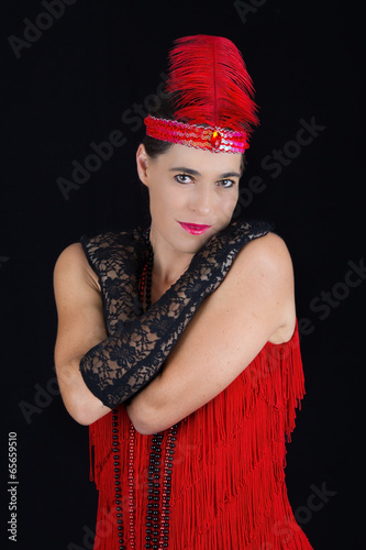 Fotografia  Young beautiful brunette in 1920 style attire red dress and a fe