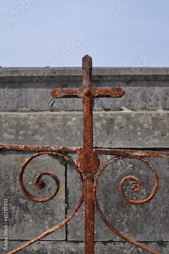 Croix métal rouillé tombe Fototapet