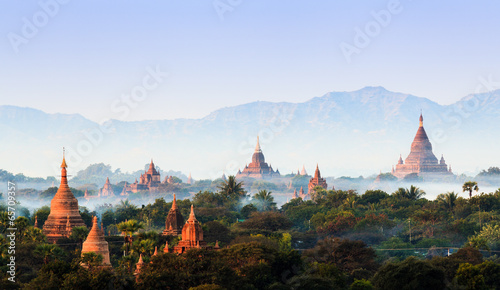 Spoed Foto op Canvas Bedehuis Panorama the Temples of bagan at sunrise, Bagan, Myanmar