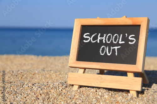 Fotografija  Blackboard with School's out text on the beach