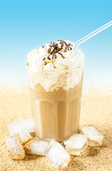 Obraz na Szkle Frappe - iced coffee on beach background