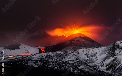 Photo sur Toile Volcan Eruption volcano Etna lava flow