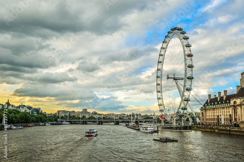 Fotografia London Eye and River Thames at sunset