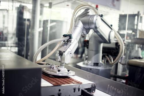 Fotografía  Línea de producción de chocolate en la fábrica industrial