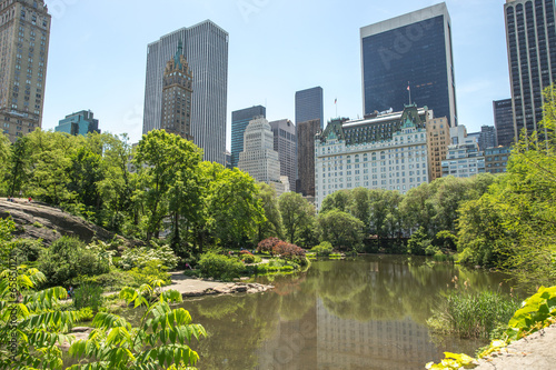 Fotografía New York City Central Park pond and buildings