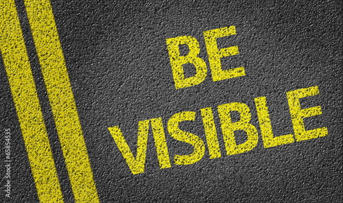 Fotografía  Be Visible written on the road