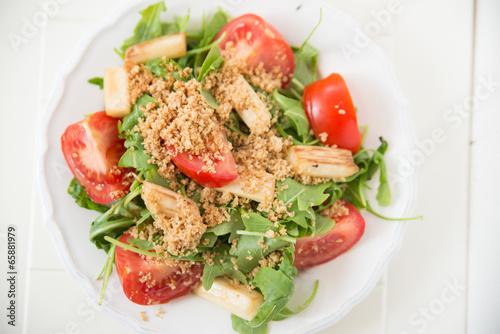 Poster Fish Salat mit Spargel und Tomaten