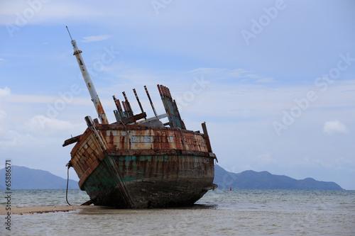 Keuken foto achterwand Schip Abandoned ship with blue sky