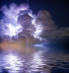 Nocna burza z piorunami