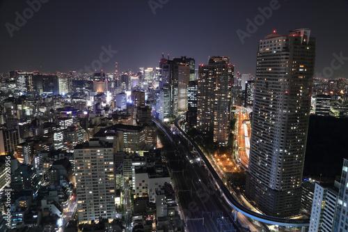 tokio-grod-w-nocy