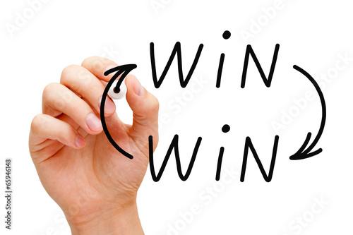 Valokuva  Win-Win Arrows Concept