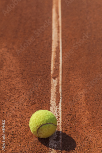 tennis ball on the line Tableau sur Toile