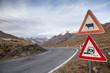 Cartelli stradali in alta montagna