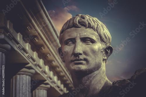 Zdjęcie XXL Statua Juliusza Cezara Augusta w Rzymie. Rzeźba rzymska