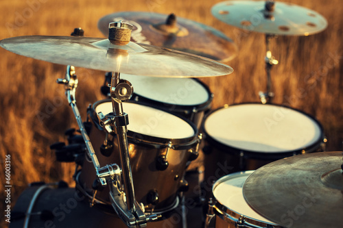 Fotografía  Close up thin crash on a drum set