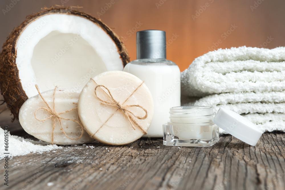 Fotografie, Obraz  Mýdly, kokosu a obličeje nastavení smetanovo-lázních