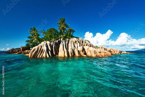 Staande foto Eiland Beautiful tropical island