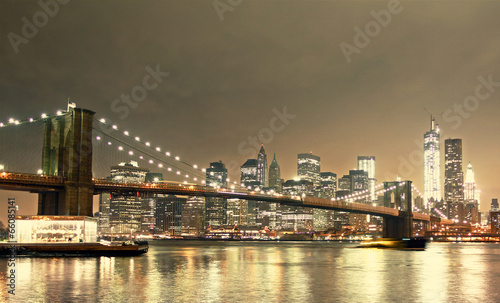 Montage in der Fensternische Brooklyn Bridge New York skyline